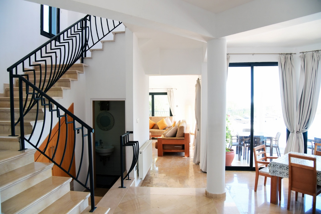Hallway (1024x682)